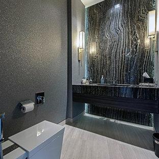 Ispirazione per una stanza da bagno con doccia moderna di medie dimensioni con WC monopezzo, pistrelle in bianco e nero, lastra di pietra, pareti grigie, pavimento in gres porcellanato, lavabo integrato, top in zinco e pavimento grigio