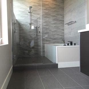 На фото: маленькие главные ванные комнаты в современном стиле с плоскими фасадами, темными деревянными фасадами, полновстраиваемой ванной, душем в нише, бежевой плиткой, керамической плиткой, серыми стенами, полом из керамогранита, настольной раковиной, столешницей из кварцита, серым полом и душем с распашными дверями