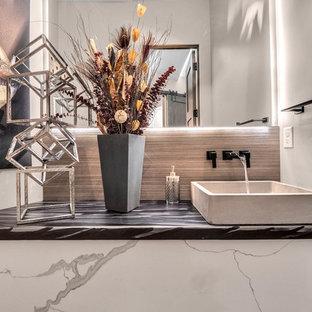 Immagine di una piccola stanza da bagno minimalista con ante bianche, piastrelle multicolore e top in acciaio inossidabile