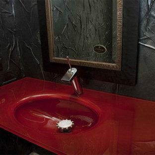 ウィチタのコンテンポラリースタイルのおしゃれな浴室 (赤い洗面カウンター、洗面台1つ) の写真