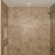 Craftsman Bathroom by Armstead Construction Inc.