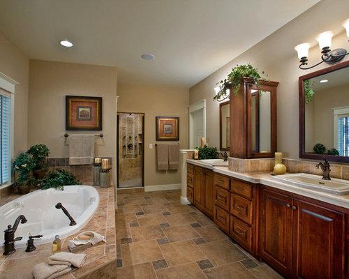elegant latest ejemplo de cuarto de bao principal rstico grande con puertas de armario de with - Baos Rusticos