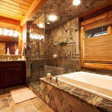 Rustic Bathroom by Woodhouse Post & Beam Homes
