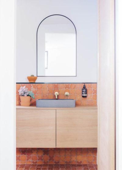ビーチスタイル 浴室 by ABI Interiors