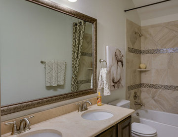 Dallas, Texas | Castle Point - Premier Rosewood Secondary Bathroom
