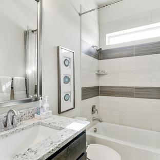 Idéer för mellanstora vintage grått badrum för barn, med luckor med infälld panel, skåp i mörkt trä, ett badkar i en alkov, en dusch/badkar-kombination, beige kakel, keramikplattor, beige väggar, klinkergolv i keramik, ett undermonterad handfat, granitbänkskiva, beiget golv och dusch med duschdraperi