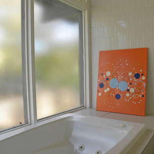 Design ideas for a retro bathroom in Dallas.