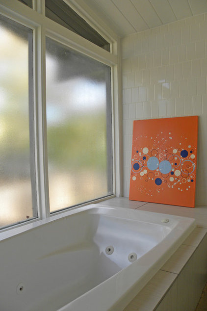 modern bathroom by Sarah Greenman