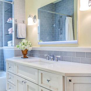 Imagen de cuarto de baño clásico renovado, pequeño, con lavabo bajoencimera, armarios con paneles empotrados, puertas de armario blancas, encimera de cuarzo compacto, bañera empotrada, combinación de ducha y bañera, baldosas y/o azulejos grises, baldosas y/o azulejos de cerámica, paredes blancas y suelo de baldosas de cerámica