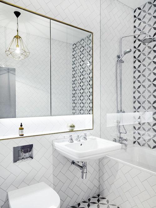 amnagement dune salle de bain contemporaine avec une baignoire pose un combin douche - Carrelage Imitation Parquet Pour Salle De Bain