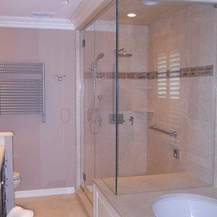 Imagen de cuarto de baño clásico con armarios con paneles con relieve, puertas de armario de madera oscura, bañera empotrada, ducha esquinera, baldosas y/o azulejos beige, baldosas y/o azulejos de porcelana, paredes beige, suelo de linóleo y encimera de laminado