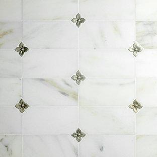 Esempio di una stanza da bagno chic con piastrelle in metallo