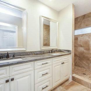 Новый формат декора квартиры: большая главная ванная комната в стиле современная классика с фасадами с утопленной филенкой, белыми фасадами, угловым душем, оранжевой плиткой, керамогранитной плиткой, белыми стенами, полом из керамогранита, врезной раковиной, столешницей из гранита, оранжевым полом, открытым душем и серой столешницей