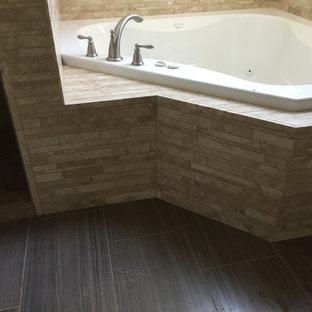 Foto de cuarto de baño principal, rural, grande, con bañera encastrada, baldosas y/o azulejos beige, baldosas y/o azulejos de mármol, suelo de baldosas de cerámica y suelo marrón