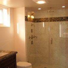 Modern Bathroom by Michelle Chamberlain