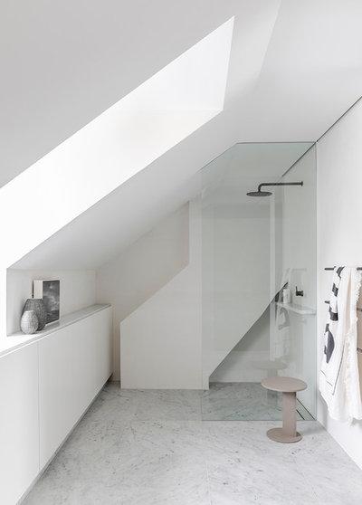 Modern Bathroom by TomMarkHenry