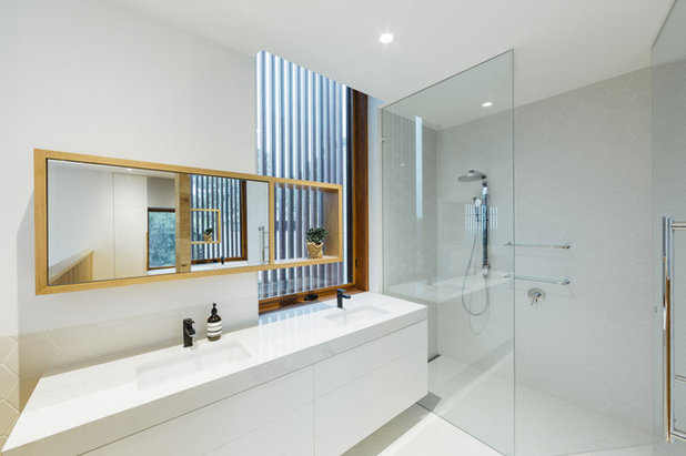 Contemporary Bathroom by Moloney Architects