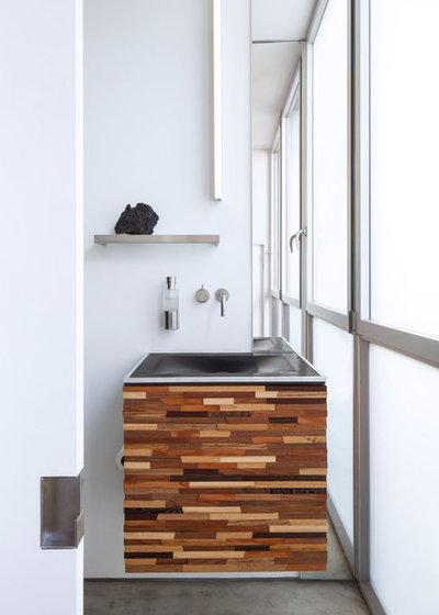 Contemporary Bathroom by MINARC