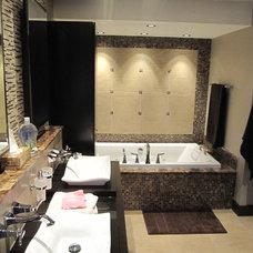Modern Bathroom by Stephane Beauvais Renovations