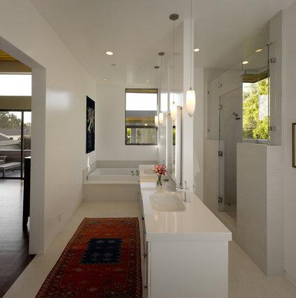 Modern Bathroom by Fuse Architects, Inc.