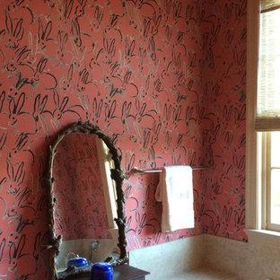 Ejemplo de cuarto de baño principal, bohemio, de tamaño medio, con armarios con paneles con relieve, puertas de armario beige, encimera de azulejos, bañera encastrada, baldosas y/o azulejos beige, baldosas y/o azulejos de cerámica y suelo de baldosas de cerámica
