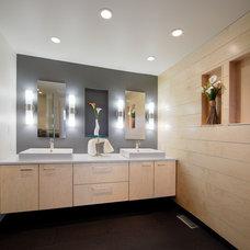 Contemporary Bathroom by Deenen