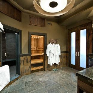 Ejemplo de sauna de estilo americano, grande, con paredes marrones, armarios con paneles lisos, puertas de armario de madera en tonos medios, ducha empotrada, baldosas y/o azulejos grises, baldosas y/o azulejos multicolor, baldosas y/o azulejos de pizarra, suelo de pizarra, lavabo bajoencimera y encimera de granito