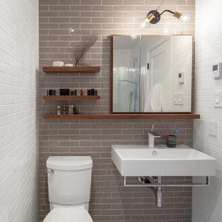 Ejemplo de cuarto de baño contemporáneo con lavabo suspendido y baldosas y/o azulejos grises