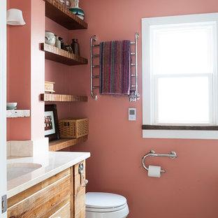 На фото: маленькая ванная комната в стиле кантри с врезной раковиной, фасадами островного типа, фасадами цвета дерева среднего тона, мраморной столешницей, полновстраиваемой ванной, душем над ванной, раздельным унитазом, белой плиткой, керамической плиткой, розовыми стенами, бетонным полом, душевой кабиной и бежевой столешницей с