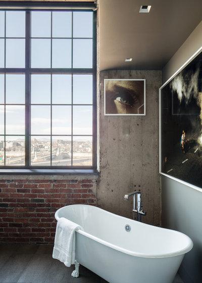 Trend Industrial Bathroom by Studio Gild