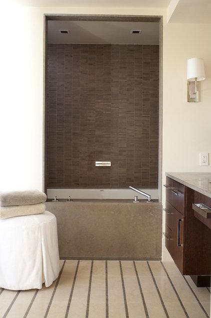 Contemporary Bathroom by D&D Interiors / Mikhail Dantes