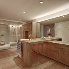 Traditional Bathroom by Lopez Duplan Arquitectos