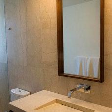 Traditional Bathroom by Lopez Duplan Arquitectos