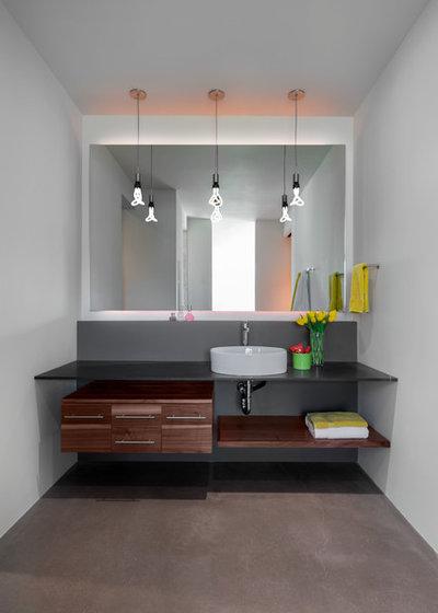 コンテンポラリー 浴室 by Full Circle Custom Homes