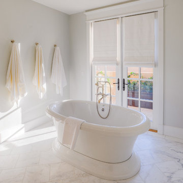 Desert Dwelling for Sports Enthusiasts | Master Tub