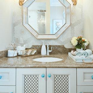 Immagine di una stanza da bagno chic con lavabo sottopiano, ante con riquadro incassato e ante bianche