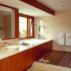 Contemporary Bathroom by Peter Vincent Architects