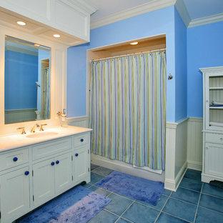 Idee per una stanza da bagno tradizionale con vasca/doccia