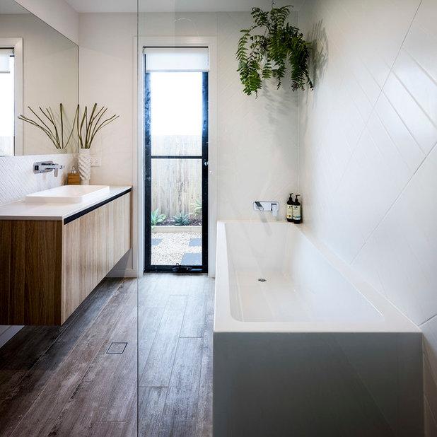 Contemporary Bathroom by DAYNE LAWRIE constructions