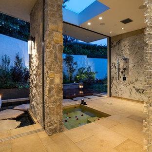 Idéer för att renovera ett mycket stort funkis en-suite badrum, med ett japanskt badkar, en öppen dusch, en vägghängd toalettstol och ett undermonterad handfat
