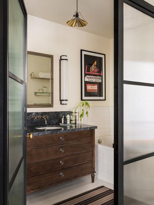 petite salle de bain avec un placard en trompe l 39 oeil photos et id es d co de salles de bain. Black Bedroom Furniture Sets. Home Design Ideas