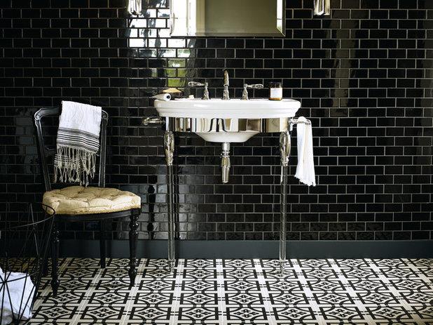 Traditional Bathroom by AGA & Fired Earth Danmark