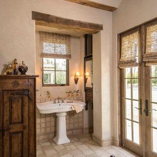 Свежая идея для дизайна: большая главная ванная комната в стиле рустика с стеклянными фасадами, темными деревянными фасадами, отдельно стоящей ванной, угловым душем, унитазом-моноблоком, бежевой плиткой, терракотовой плиткой, бежевыми стенами, полом из терракотовой плитки, накладной раковиной и столешницей из дерева - отличное фото интерьера