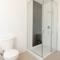 Modern Bathroom by Les Collections Dubreuil