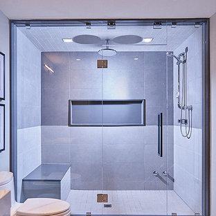 Esempio di una grande stanza da bagno con doccia moderna con doccia doppia e WC monopezzo