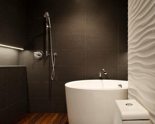 Vasca Da Bagno Giapponese In Legno : Stanza da bagno con parquet scuro e piastrelle di cemento foto