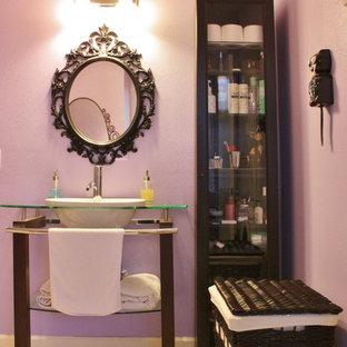 Cette photo montre une salle de bain éclectique.