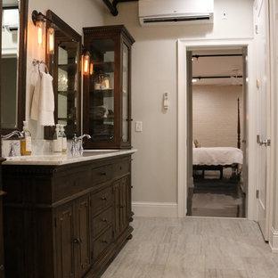 Свежая идея для дизайна: ванная комната среднего размера в стиле лофт с фасадами островного типа, темными деревянными фасадами, серой плиткой, серыми стенами, врезной раковиной, мраморной столешницей, накладной ванной, полом из ламината и душевой кабиной - отличное фото интерьера