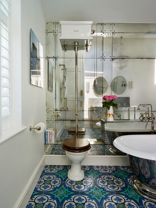 Hide plumbing pipes behind pedestal sink bathroom design for Victorian style bathroom ideas