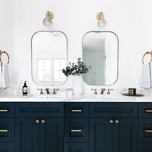 Ispirazione per una stanza da bagno country con ante in stile shaker, pareti bianche, lavabo sottopiano, top bianco, ante nere e due lavabi